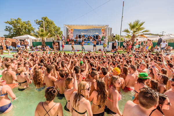 Poolparty im Sanddance Club