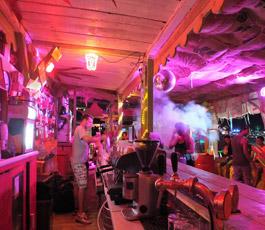 kroatien-novalja-backstage-bar