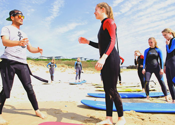 Erfahrene Surflehrer in den Surfcamps
